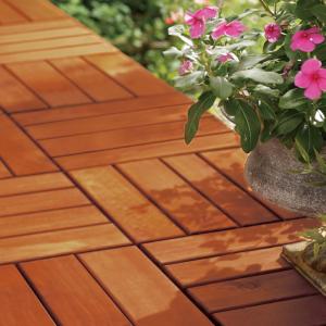 豊中市のリフォーム会社が提案するウッドワンの無垢の木のウッドタイル